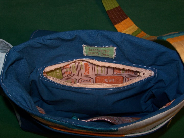 blue-volumes-purse-inside